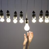 Optimisez votre éclairage : ampoules incandescentes contre basse conso