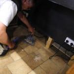 Faire des petits travaux d'électricité pour améliorer le confort de la maison.