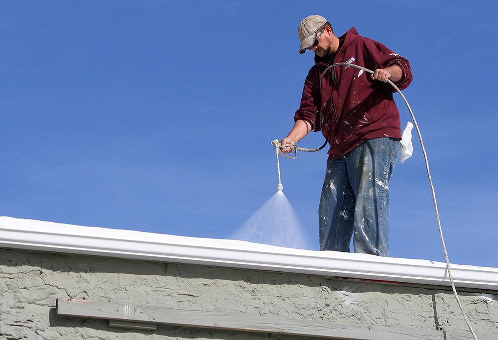Nettoyage toiture comment entretenir son toit - Produit pour nettoyer les tuiles ...