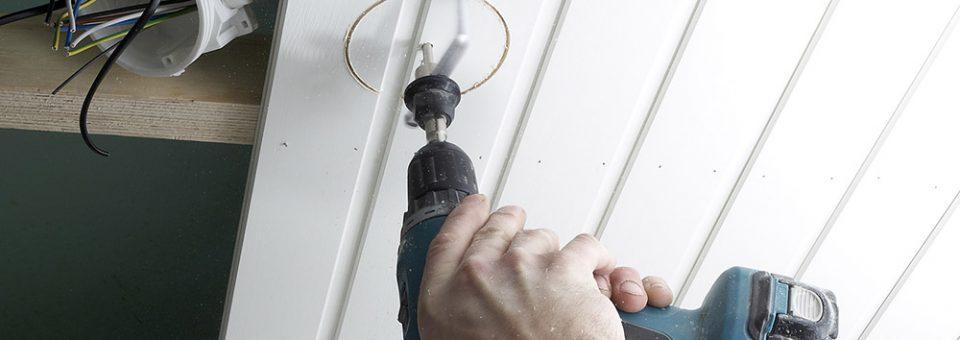 Installer une lumière au plafond