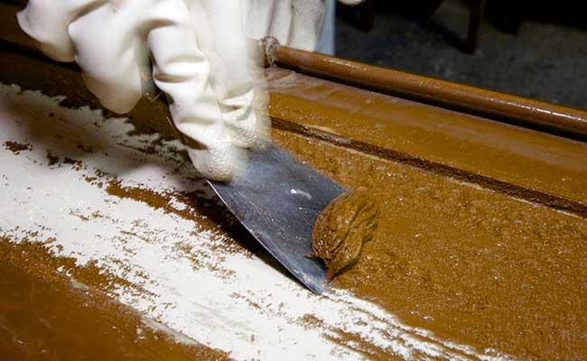 Comment d caper de la peinture - Produit pour decaper le bois ...