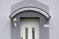 Poser une marquise de porte d'entrée