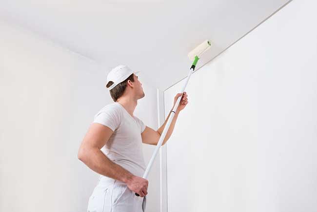 Choisir une peinture mate satin e ou brillante for Peinture pour plafond sale