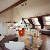 am nager des combles en pi ce vivre. Black Bedroom Furniture Sets. Home Design Ideas