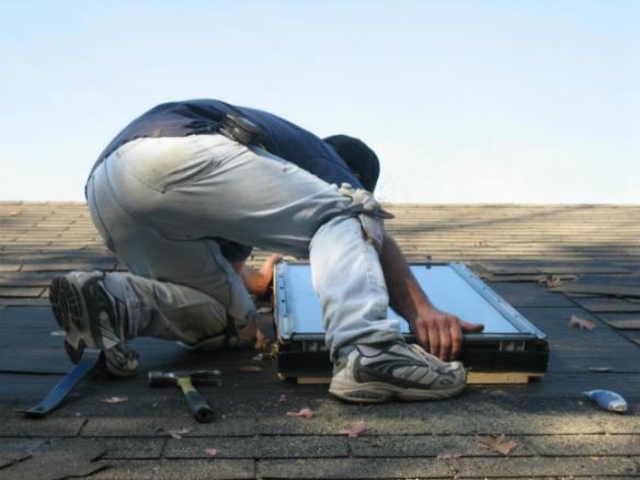Prix d un puits de lumi re vs fen tre de toit for Installer fenetre de toit