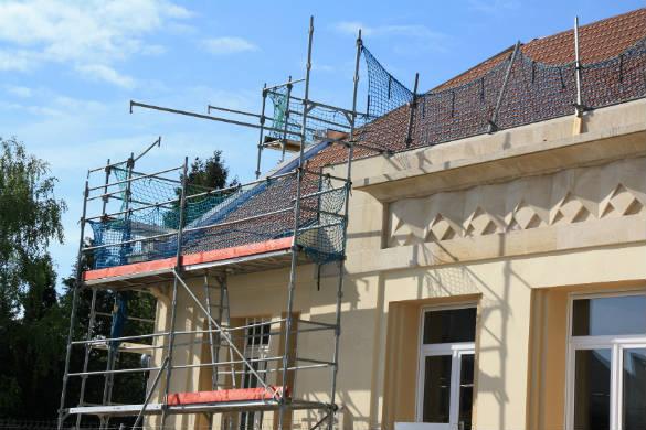 Affordable tarif pour refaire un toit with toiture maison prix for Maison translation