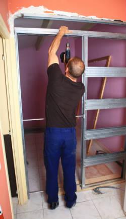 Poser une porte galandage - Installer une porte coulissante a galandage ...