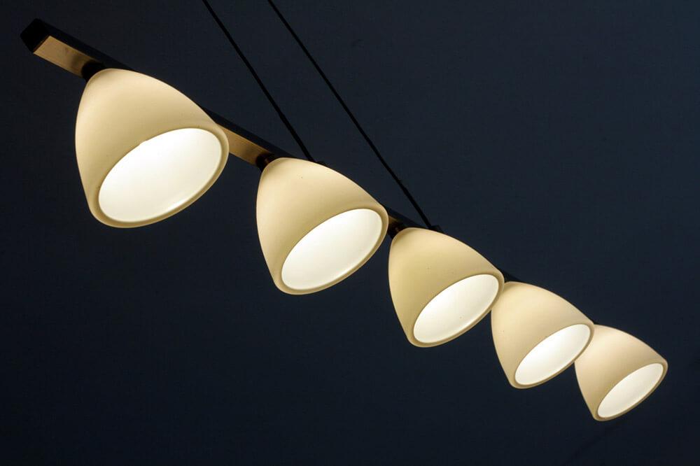 poser des spots lumineux au plafond. Black Bedroom Furniture Sets. Home Design Ideas