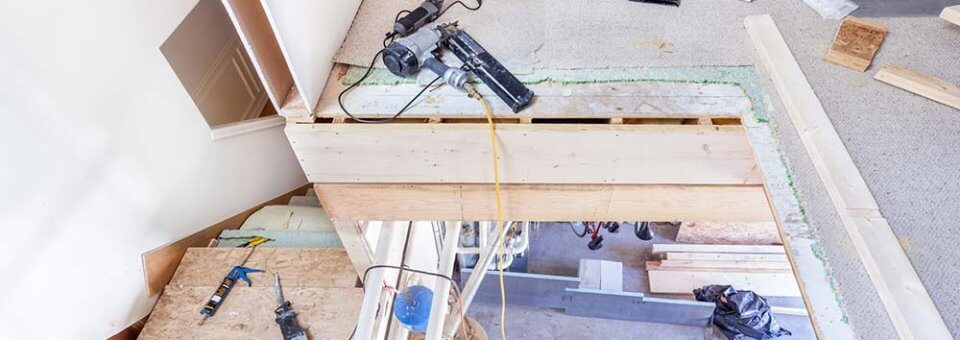 Installer une rampe d'escalier