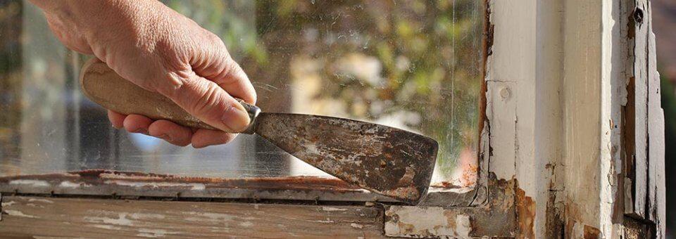 Prix pour la rénovation d'une fenêtre en bois abîmée