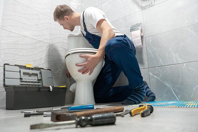comment trouver un plombier pas cher