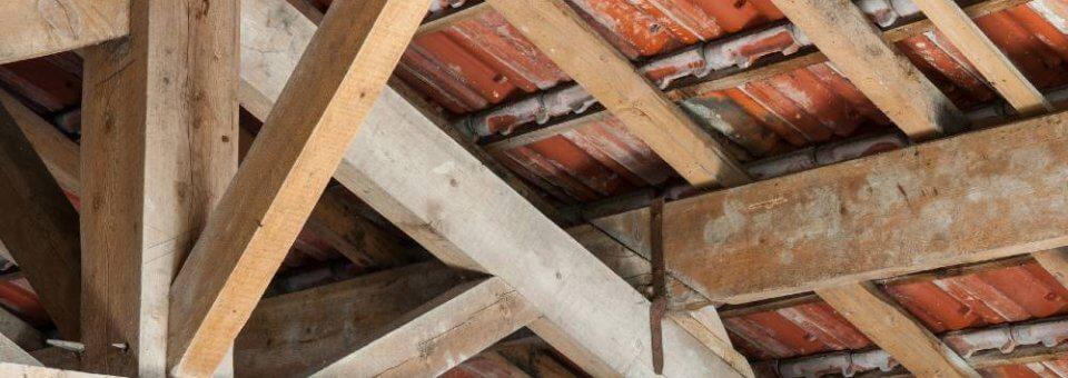 Infiltration et fuite d'eau par la toiture : les causes fréquentes