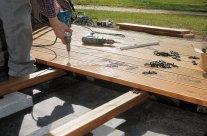 Construire une terrasse bois sans lambourde sur sa dalle béton, est-ce possible ?