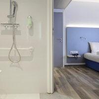 Aménagement senior : prix d'une douche pour personnes âgées