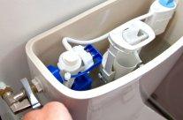 Fuite du robinet d'arrivée d'eau des WC : prix de réparation